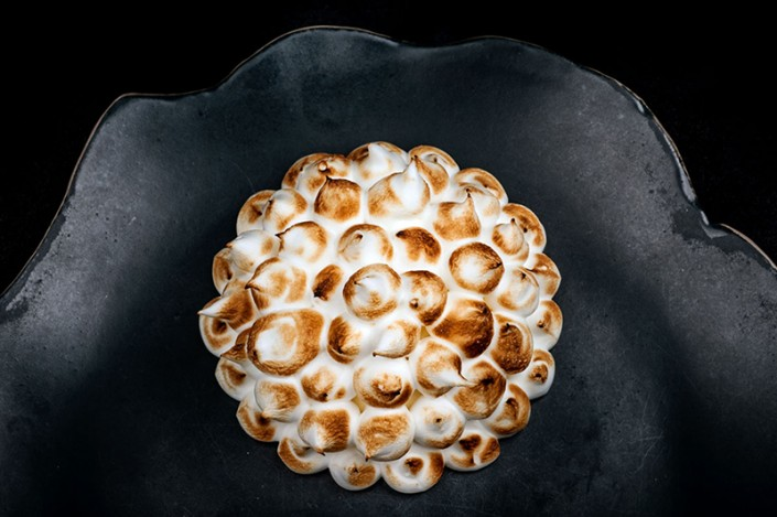 Lemon tartlet and flambé meringue